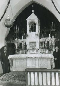 Veliki oltar pred postavitvijo oltarne mize